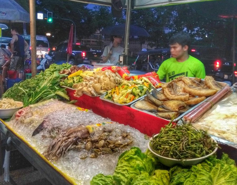 fresh seafood and vegetables at Chang Puak food stalls
