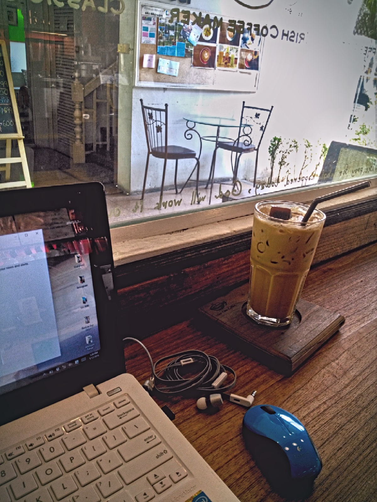 Chiang Mai versus Bali  - working on the laptop in a cafe in Chiang Mai, Thailand