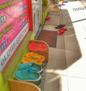 take shoes off - things to know when traveling to Chiang Mai, Thailand