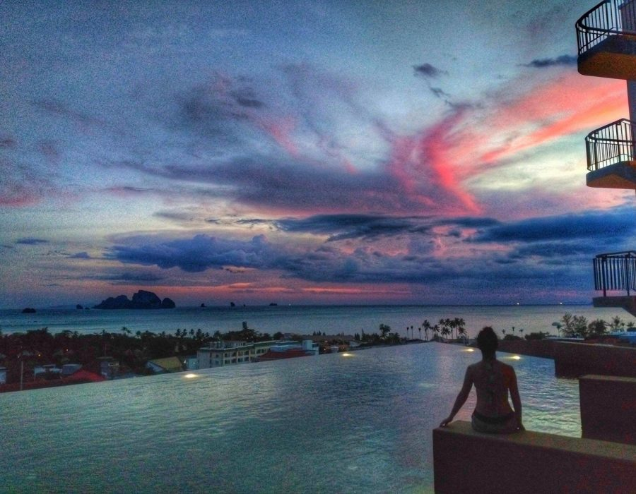 Krabi Hotel - Sunset at infinity pool