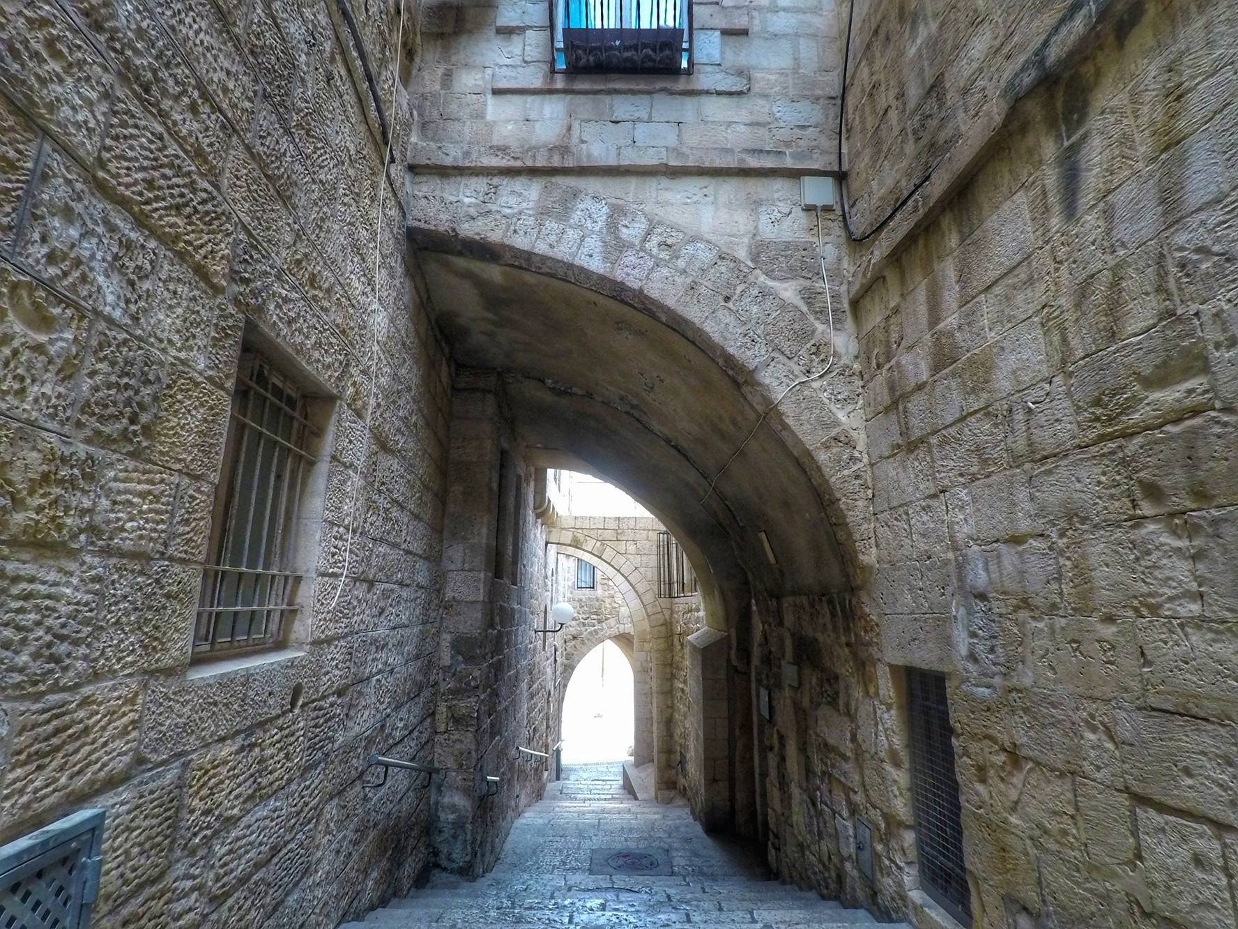 passageway in Old City Quarter - Jerusalem Free Things To Do