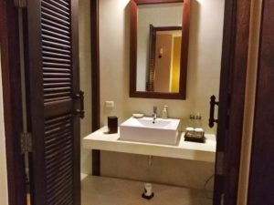 Where to stay in Koh Lanta - Crown Lanta Room Bathroom