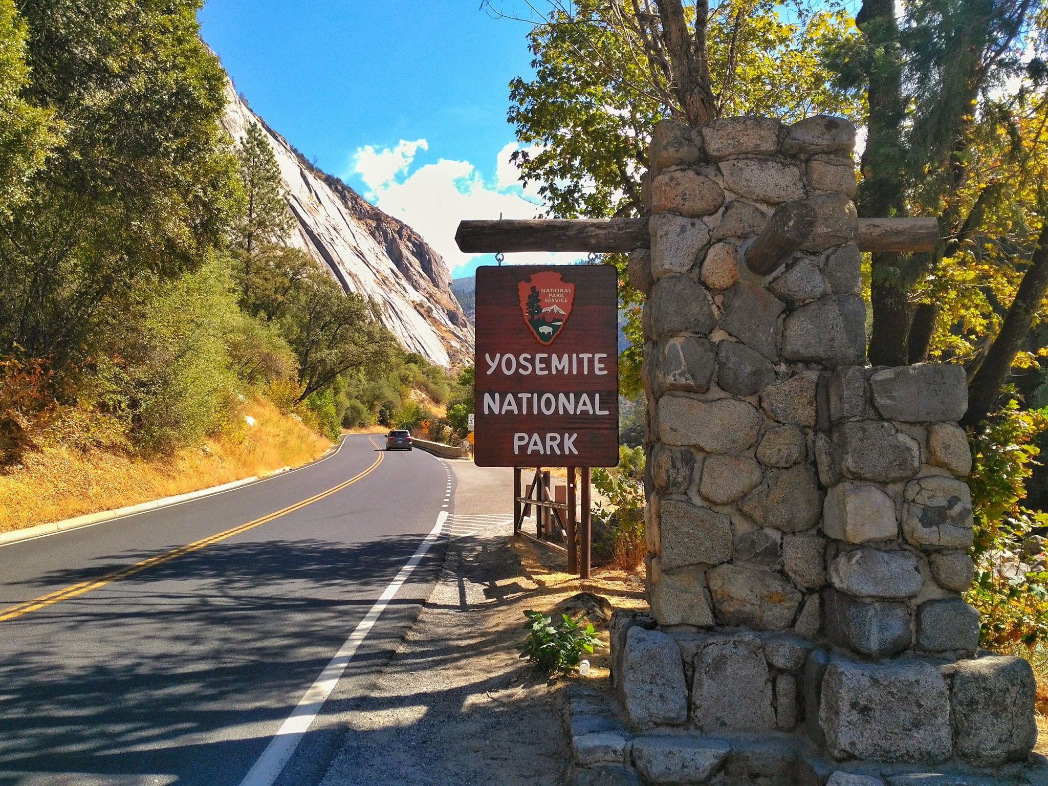Day Trip from San Jose Yosemite - park entrance by car