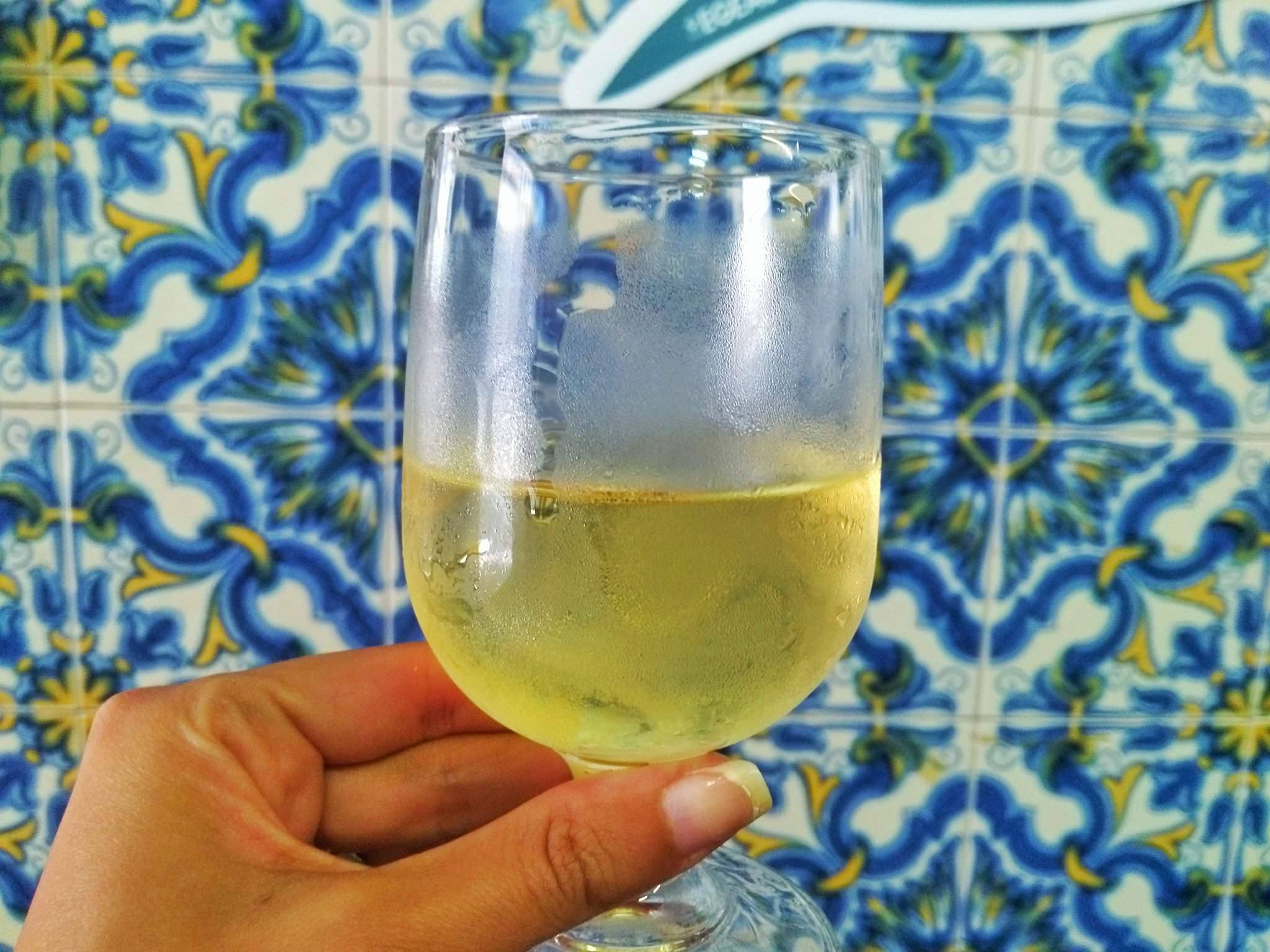 vinho verde - Lisbon Portugal Guide For First Timers – Tapas Tours You Should Take