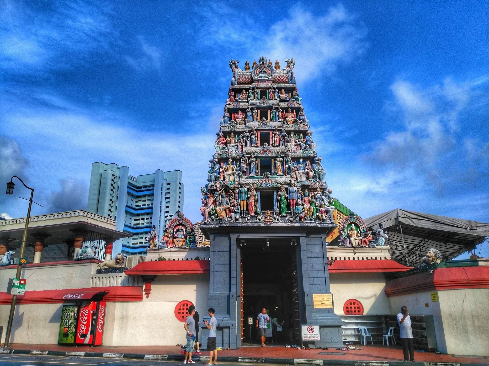places to go in Singapore - Sri Mariamman Hindu Temple