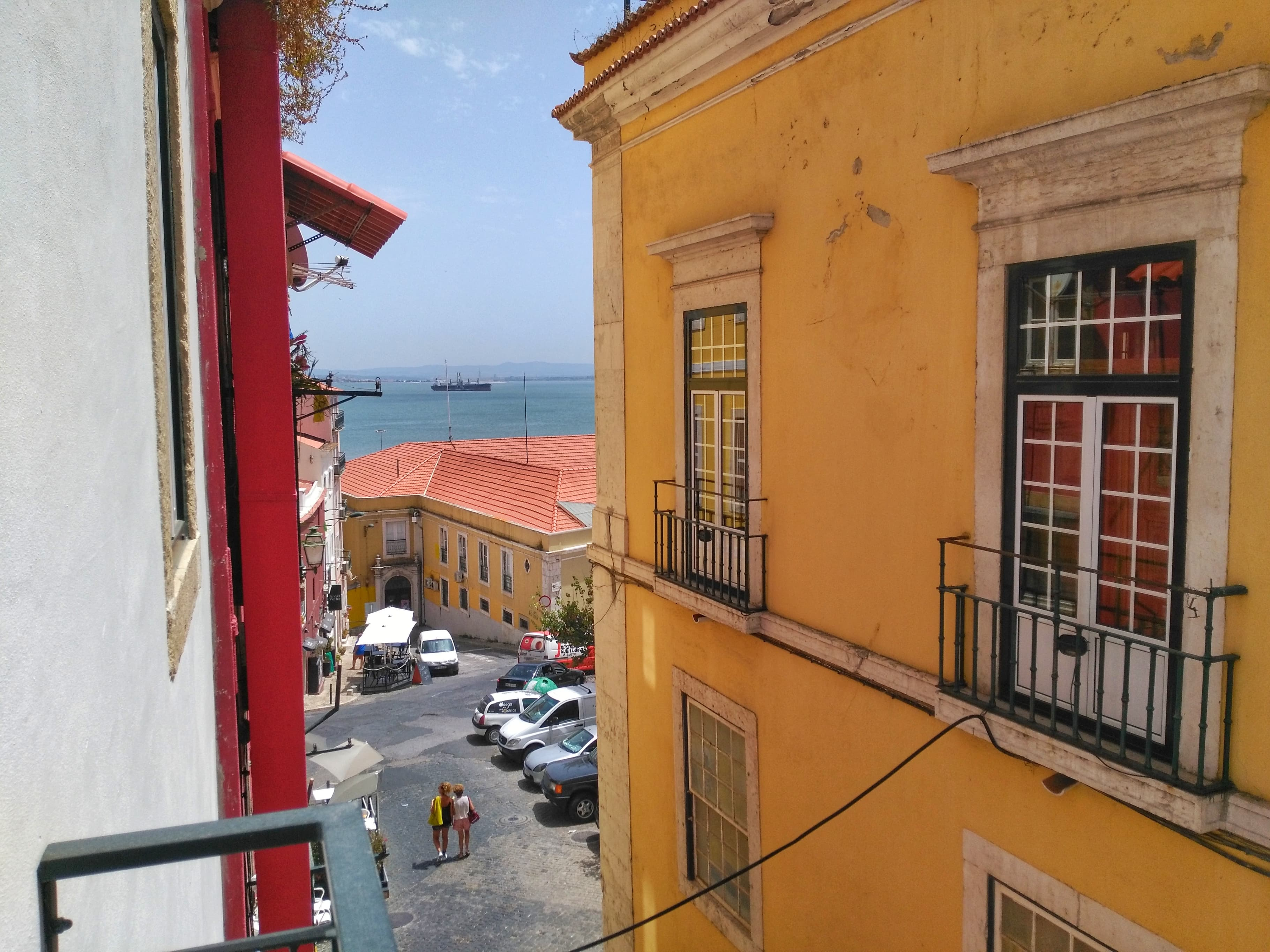 Airbnb or hotel - Apartment view Lisbon