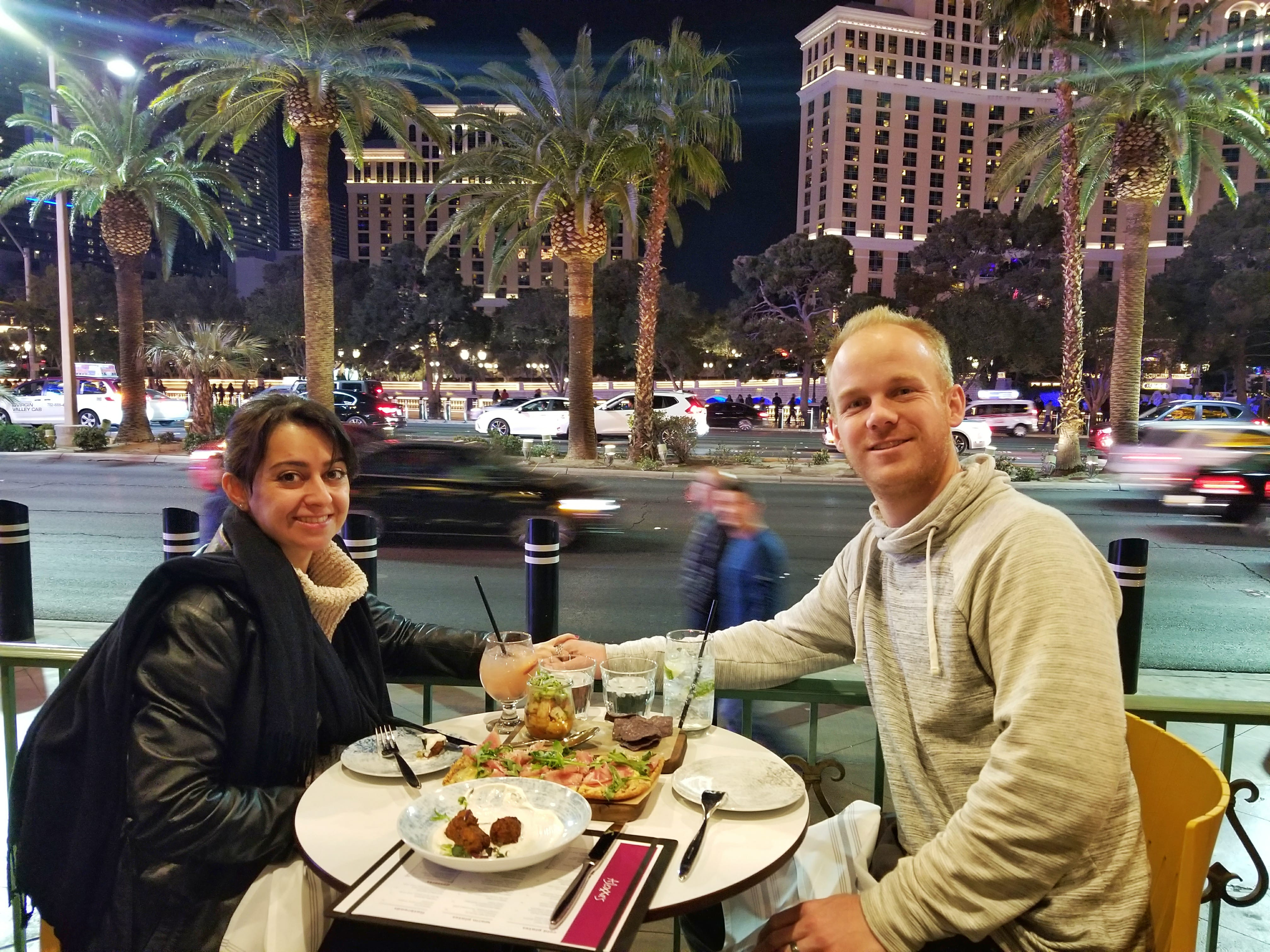 fun things to do in Las Vegas for couples - dining and drinks
