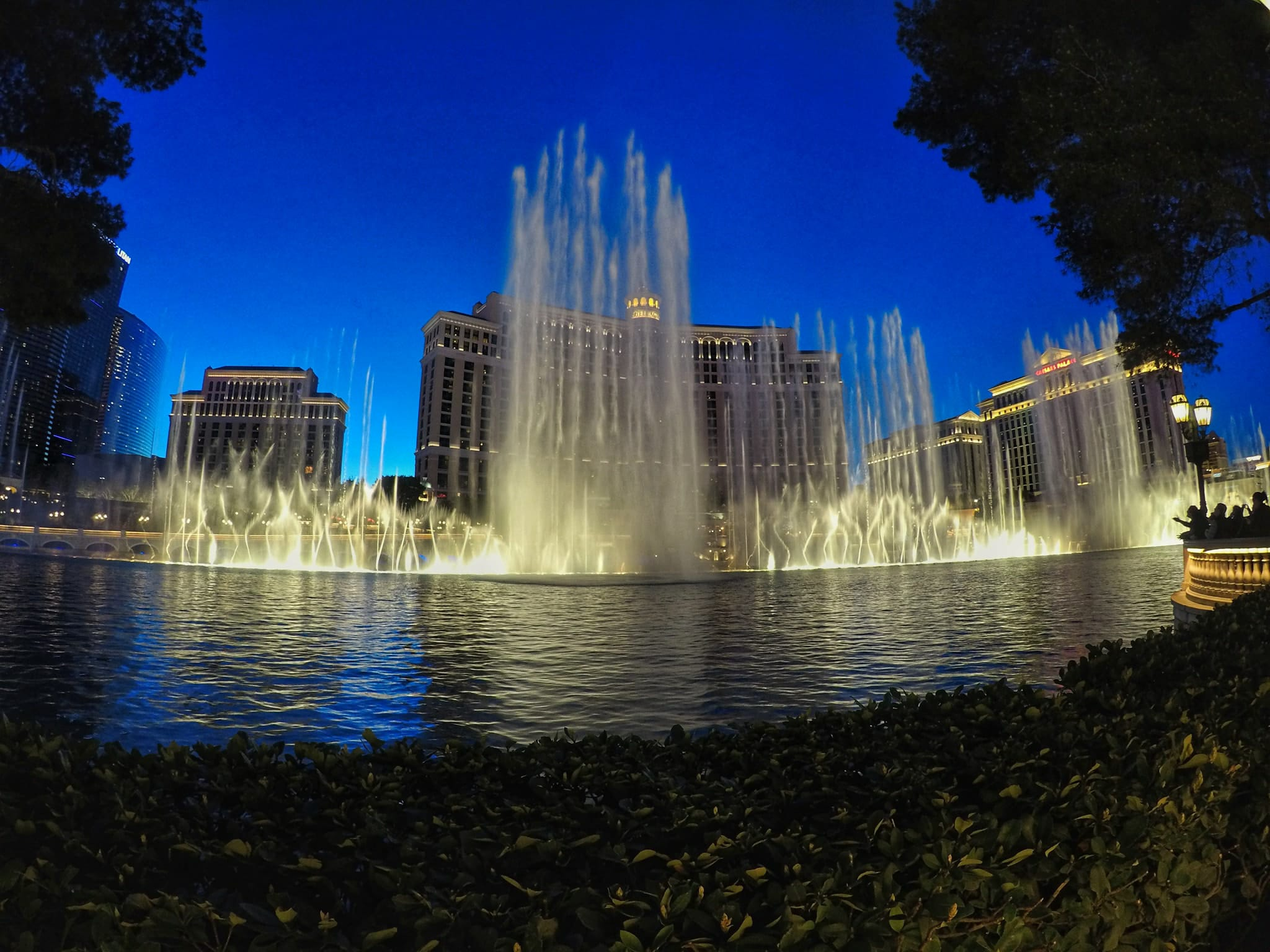 fun things to do in Las Vegas for free - Belaggio Fountain Show