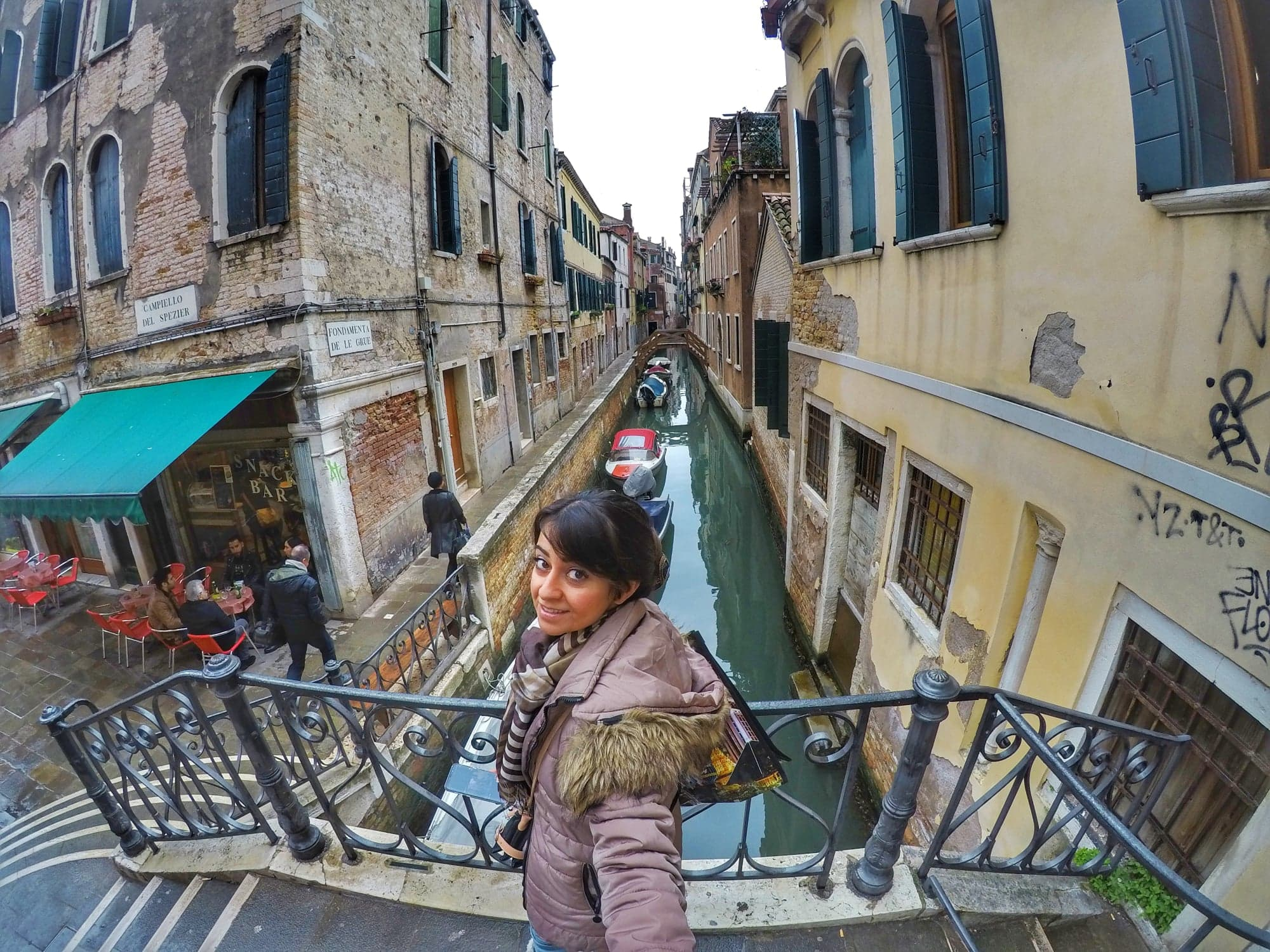 Venice Itinerary 2 days - Roam the alleys and shop