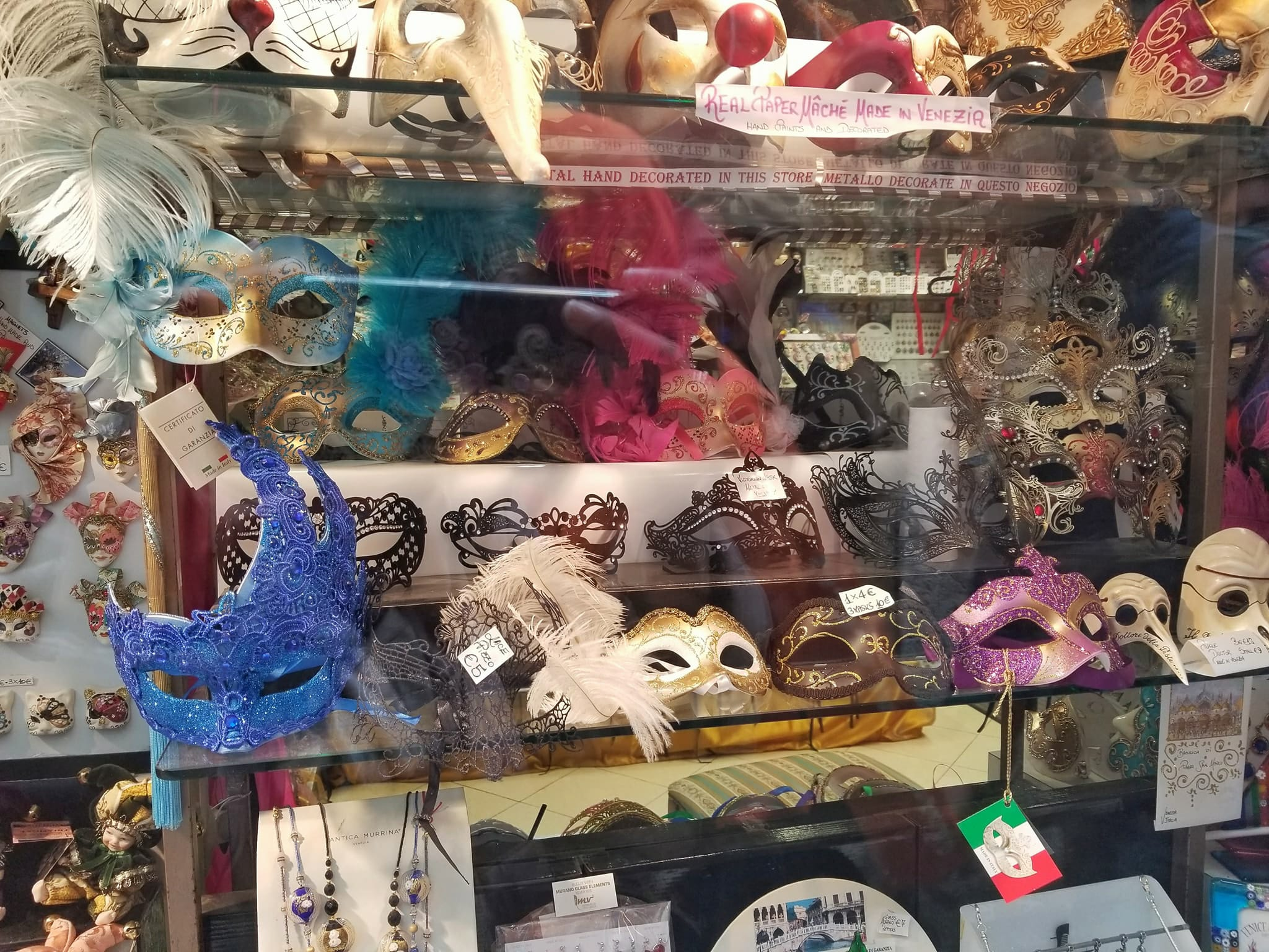 Venice Itinerary - Mask and souvenir shop