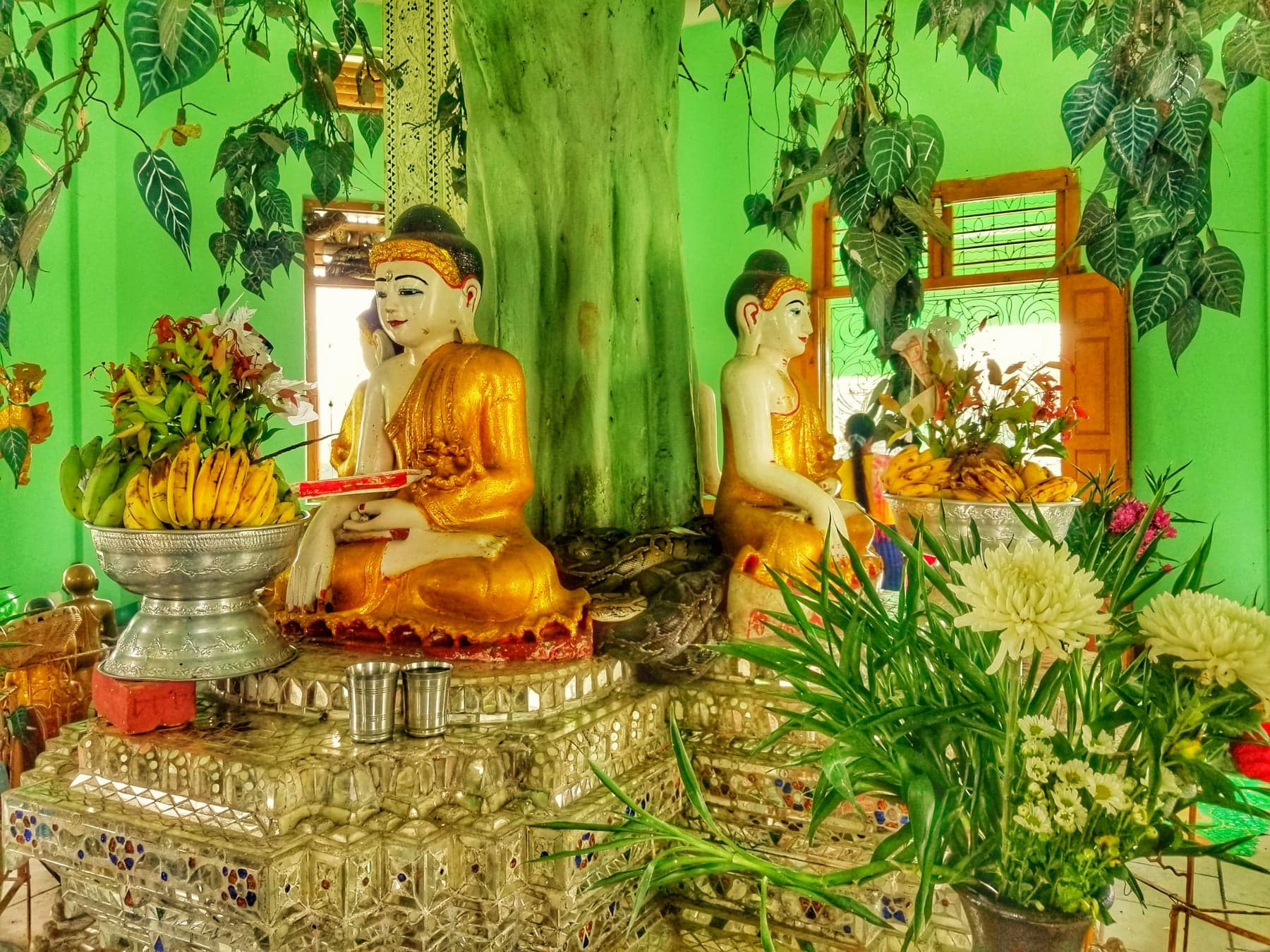 Yangon Myanmar points of interest - Paung Taw Pagoda inside