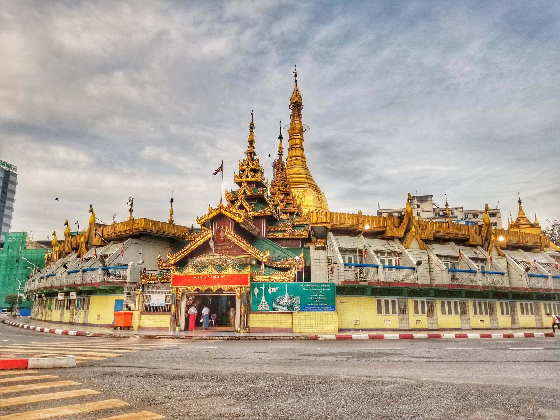 Yangon Things To Do - Sule Pagoda Downtown